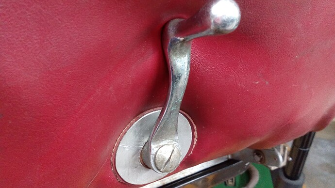 SE seat riser handle