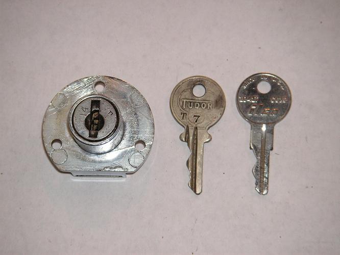 Tudor key 001
