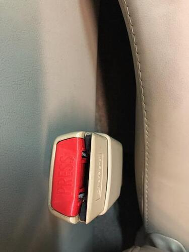 Jag seat belt reciever