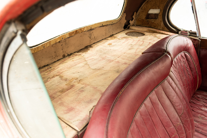 1952_jaguar_xk120_fixed_head_coupe_155266576261a27f6228bInterior-46